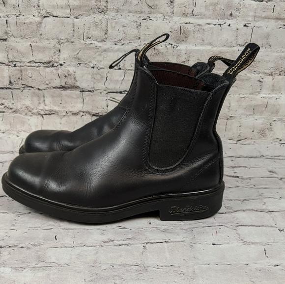 Black Blundstone boots ( unisex)